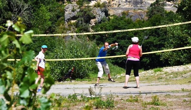 Terrain de beach-volley/badminton du camping