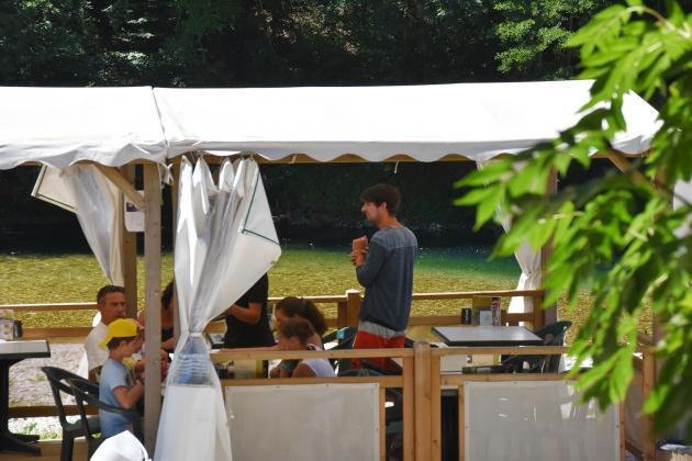 Terrasse du restaurant du camping