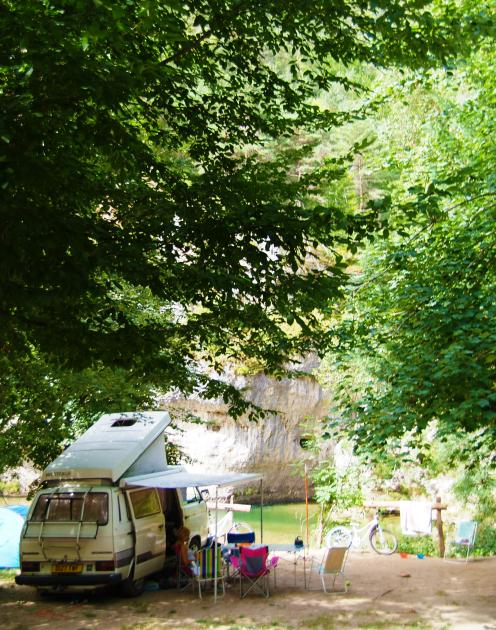 Emplacement de camping ombrage