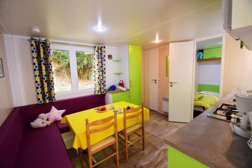 Salon cuisine confortable et moderne