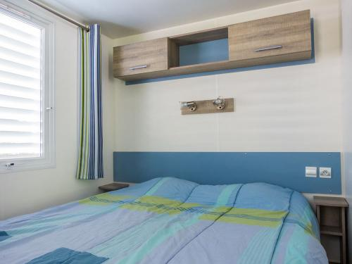 chambre parents mh altair bord riviere camping la blaquiere gorges du tarn