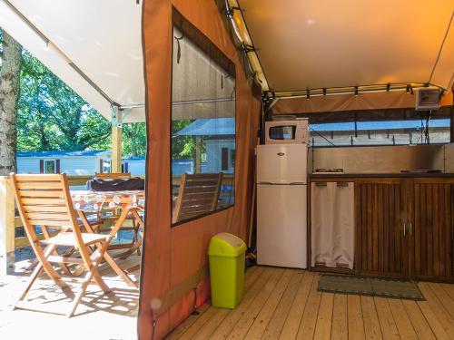 cuisine terrasse lodge victoria camping la blaquiere gorges du tarn