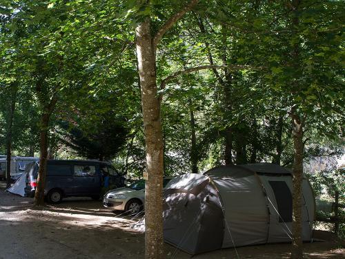 emplacement bord de riviere camping blaquiere