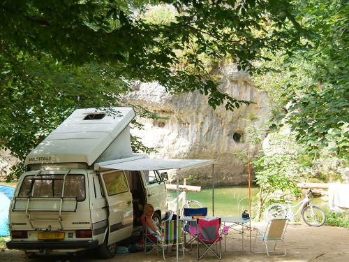 emplacement bord riviere camping blaquiere gorges du tarn