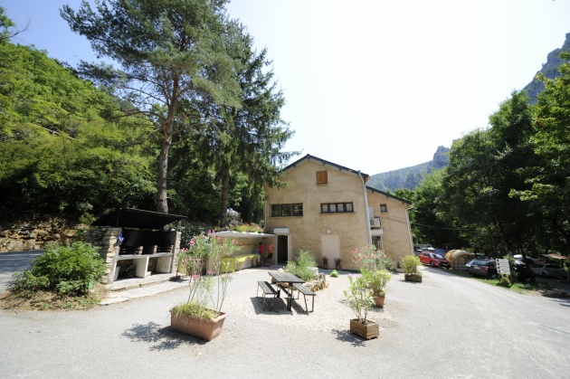 barbecues et eviers a vaisselle camping la blaquiere gorges du tarn