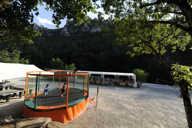 ping pong et trampoline camping la blaquiere gorges du tarn